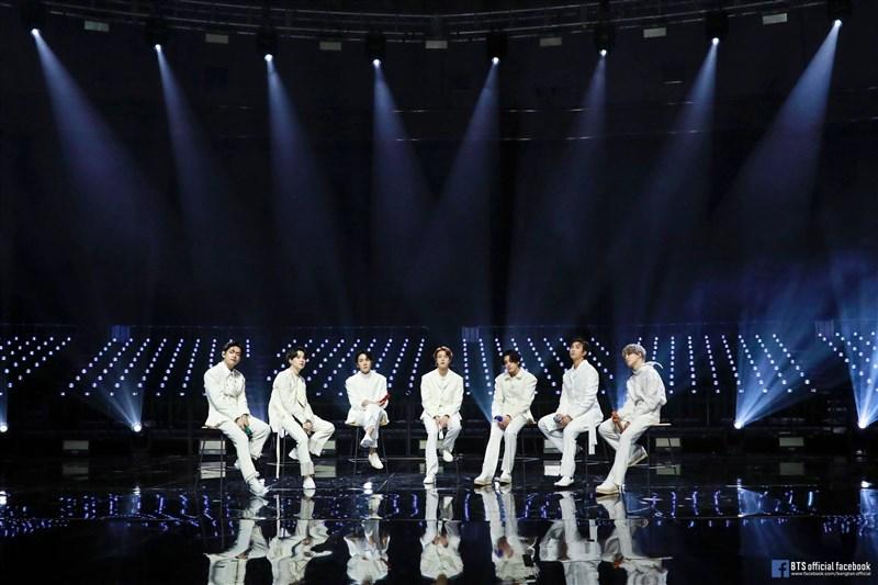 防彈少年團(圖)改寫歷史,成為第一個獲全英音樂獎提名的韓國團體。(圖取自facebook.com/bangtan.official)