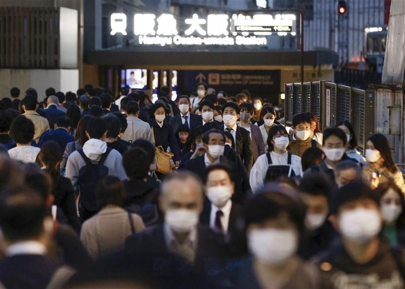 日本大阪府1日新增616例確診,已經連續3天新增病例數多於東京都。圖為1日大阪街景。(共同社)