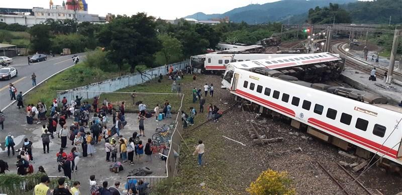 2018年10月21日,台鐵6432次普悠瑪列車下午4時50分出軌(民眾提供)中央社 107年10月21日