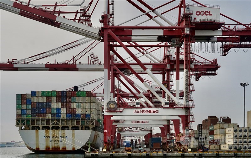 WTO最新統計,台灣2020年出口3452.1億美元,逆勢成長排名世界第15,比2019年再前進2名,並創近16年以來最佳表現。(中央社檔案照片)