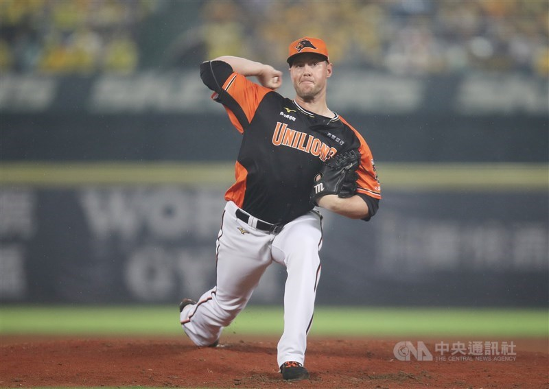 中職統一獅隊洋投猛威爾2日在台南棒球場先發封鎖味全龍隊,以142球完封9局,沒被敲任何安打,為中職史上第10人投出無安打比賽(不含季後賽)。(中央社檔案照片)