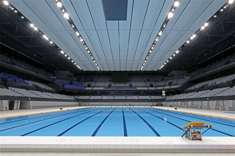 國際游泳總會已通知日本方面,可能取消在日本舉辦的3項賽事,理由是日本政府在防疫具體措施等方面不夠完備。圖為東京奧林匹克水上運動中心。(共同社)