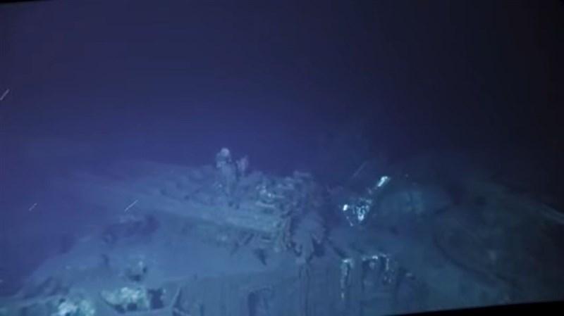 美國一支探險隊表示,透過潛水器終於抵達菲律賓外海海下近6500公尺處,發現第二次世界大戰期間沉沒的美軍強斯敦號驅逐艦殘骸。(圖取自Caladan Oceanic YouTube頻道網頁youtube.com)