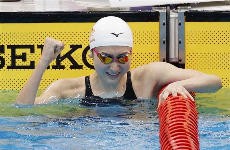 日本抗癌女泳將池江璃花子4日在100公尺蝶式項目以57秒77奪冠,獲內定出賽東京奧運。(共同社)
