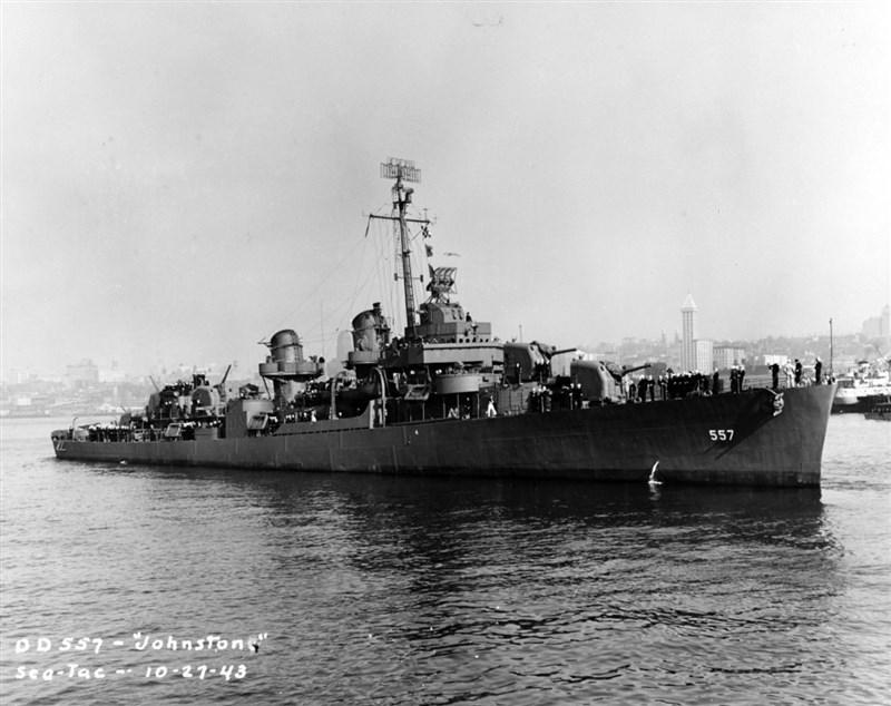 美軍強斯敦號驅逐艦在1944年10月25日雷伊泰灣戰役中沉沒,根據美國海軍紀錄,這艘船327位船員,僅141人生還。(圖取自美國海軍歷史暨遺產司令部網頁history.navy.mil)