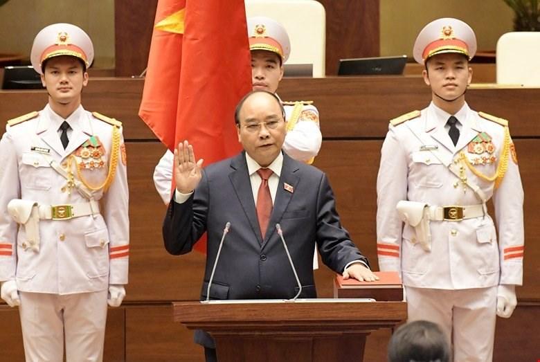 越南國家主席阮春福(前中)5日宣誓就職,成為越南1945年宣布獨立以來第11位國家主席。(越南國會辦公室媒體中心提供)中央社記者陳家倫河內傳真 110年4月5日