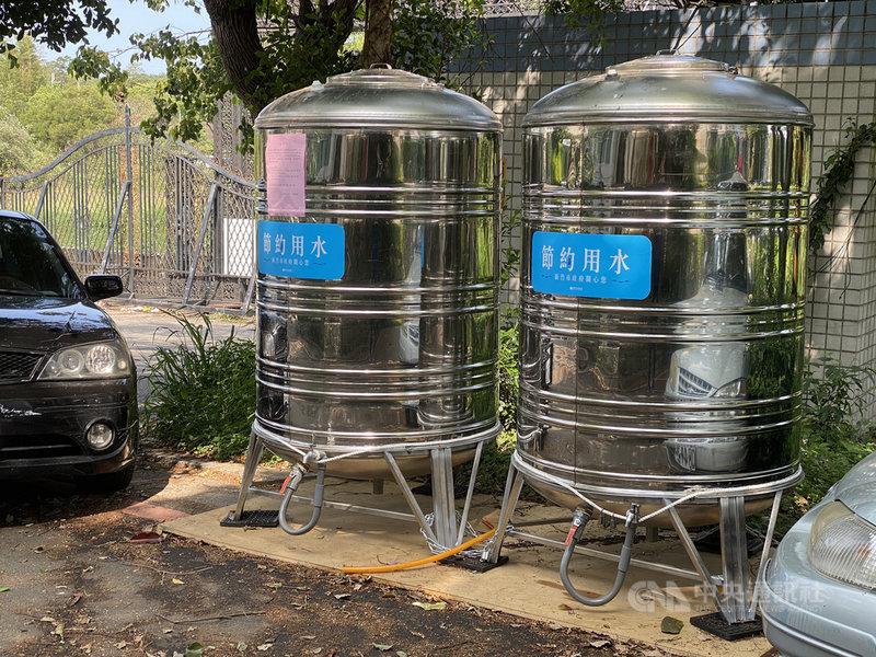 因應自來水「供5停2」,新竹市政府於停水區域設置3處臨時供水站,但民眾多半已利用連假期間預先儲水,6日未見排隊取水人潮。中央社記者魯鋼駿攝 110年4月6日