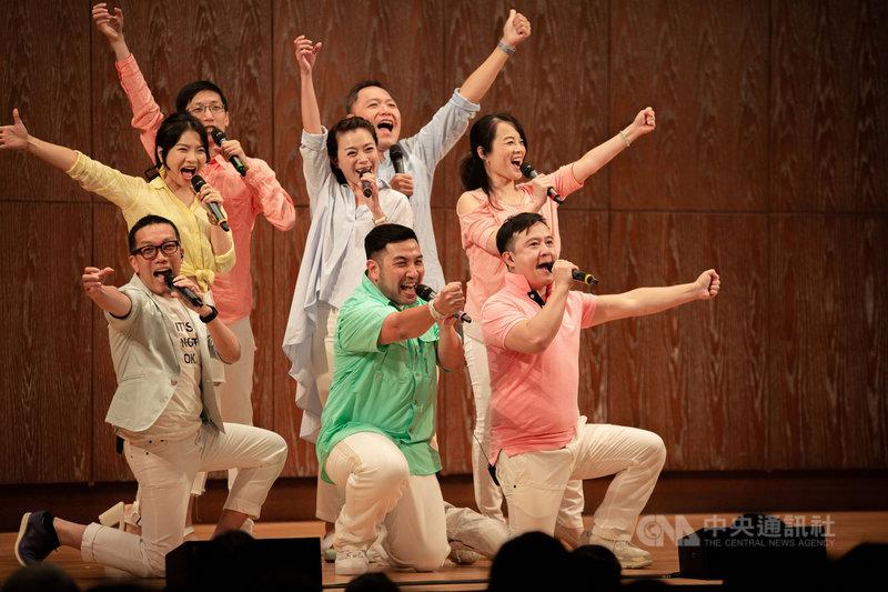 神秘失控人聲樂團應兩廳院之邀參與「輕鬆自在場」演出,以校園民歌加上西洋搖滾歌曲,與現場音樂會觀眾輕鬆互動。(兩廳院提供)中央社記者趙靜瑜傳真 110年4月6日