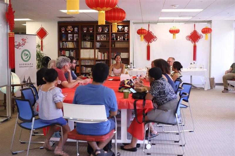 21位美國國會議員3月致函美國教育部長,呼籲推廣台灣華語教育,讓學子能在沒有言論審查、威脅環境中安心學習。圖為孔子學院一景。(圖取自facebook.com/CIUSCenter)