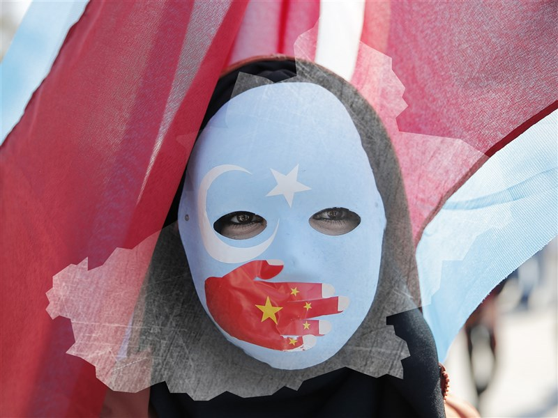 中國駐土耳其大使館6日兩則戰狼外交式推文惹怒土耳其用戶遭洗版。土耳其外交部召喚中國駐土耳其大使劉少賓表達不滿。(中央社)