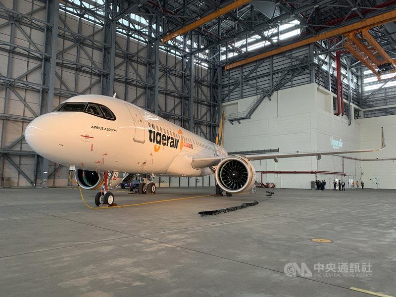 台灣虎航股份有限公司購入國內第一架空中巴士A320neo客機,待驗證飛行等程序完備後,未來將優先派遣。中央社記者葉臻攝  110年4月8日