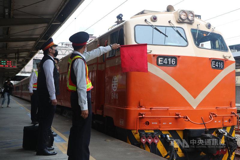 台鐵太魯閣號列車2日發生重大傷亡事故,鐵路緊急通報專線變熱線,甚至有調度員1天接快50通。(中央社檔案照片)
