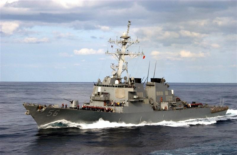 美軍第七艦隊的驅逐艦馬侃號7日通過台灣海峽。(圖取自維基共享資源網頁,版權屬公有領域)