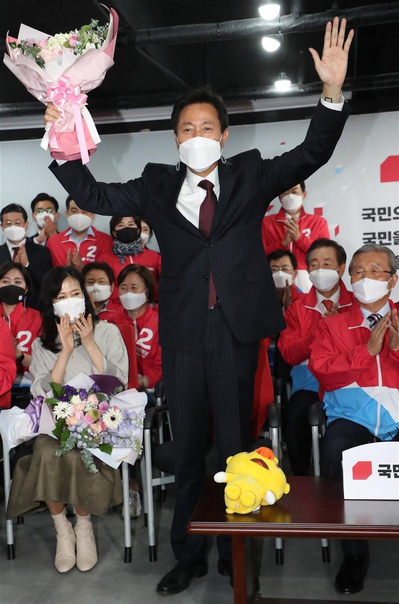 韓國執政黨共同民主黨7日在首爾市長補選中以懸殊票數慘敗;十年前曾任首爾市長的最大在野黨國民力量候選人吳世勳(圖)成功回鍋,政策料將快速大幅改變。(韓聯社)
