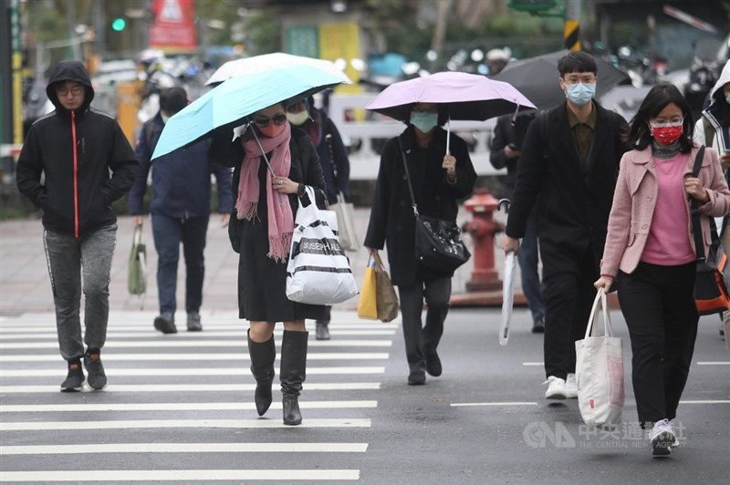 氣象局表示,受東北季風影響,9日清晨北部及東半部都有降雨發生,基隆北海岸降雨較為持續,中南部山區亦有零星飄雨。(中央社檔案照片)