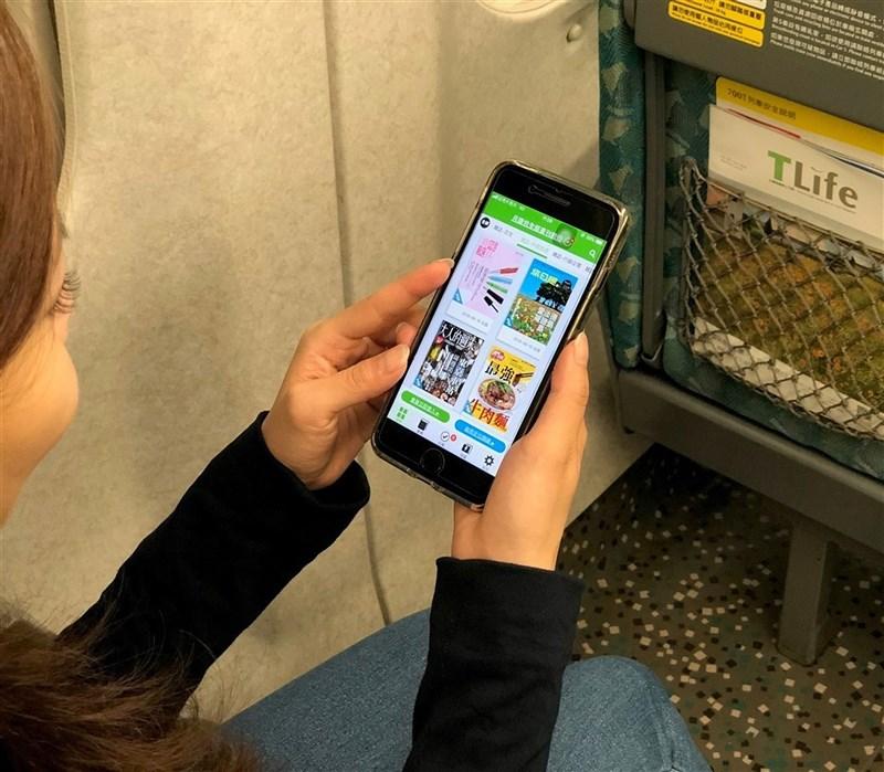 中華電信9日宣布與台灣高鐵簽訂5G智慧鐵道合作備忘錄,除提升高鐵沿線及車站5G通信品質外,雙方將積極合作發展5G智慧鐵道應用研發。(台灣高鐵提供)
