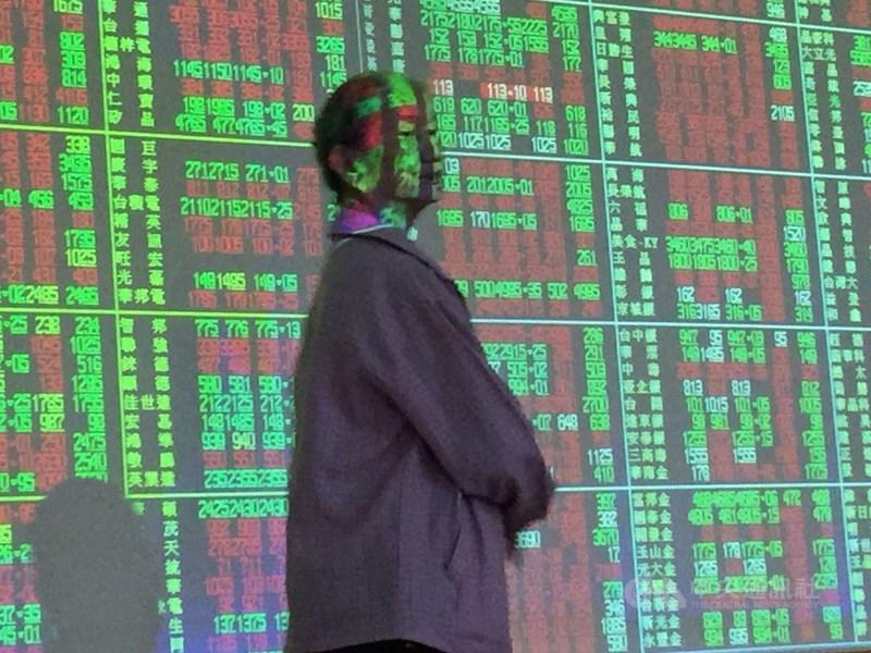 台股9日開高走低,收盤跌72.34點,為16854.1點,跌幅0.43%,成交金額新台幣4362.98億元。(中央社檔案照片)