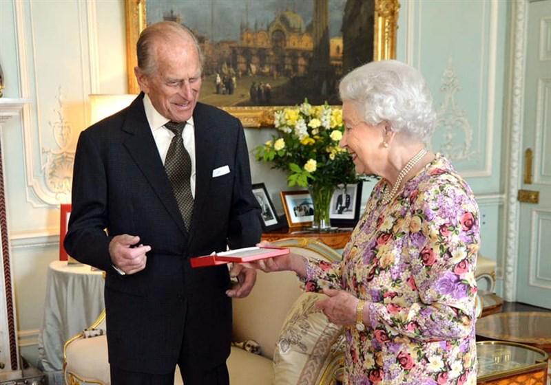 英國女王伊麗莎白二世(右)夫婿菲立普親王(左)9日辭世,享耆壽99歲。(圖取自facebook.com/TheBritishMonarchy)