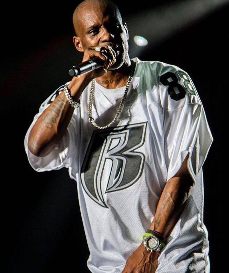 以咆哮式饒舌歌曲記述美國街頭暴力和掙扎的嘻哈音樂歌手DMX過世,享年50歲。(圖取自facebook.com/dmx)
