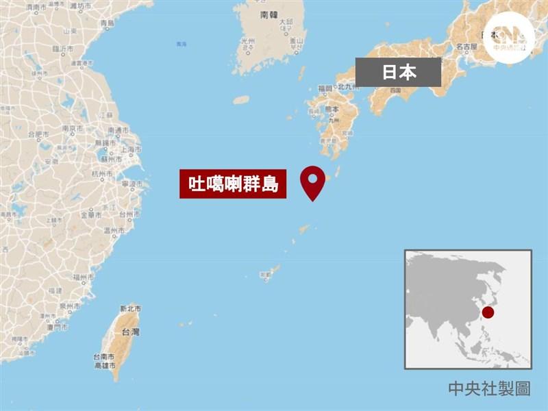 日本鹿兒島縣吐噶喇群島近海從9日到11日上午已觀測141次震度一級以上地震。(中央社製圖)