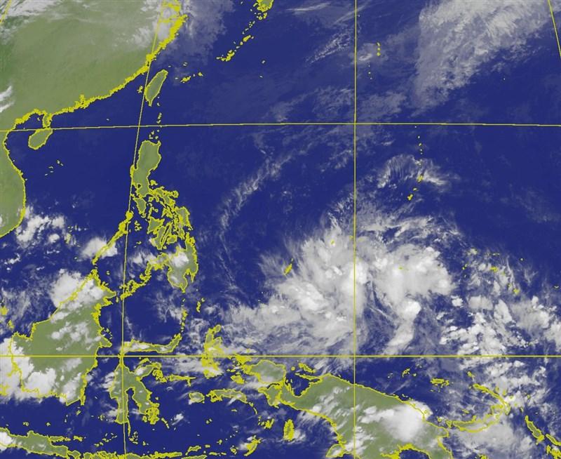 中央氣象局11日表示,位於關島南方海面的熱帶系統不排除最快14日成為今年第二號颱風「舒力基」。(圖取自中央氣象局網頁cwb.gov.tw)