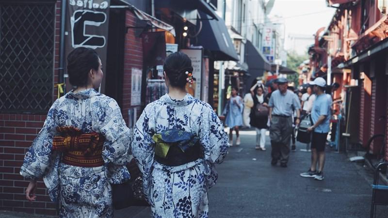 日本放送協會(NHK)報導,日本10日迎接女性獲投票權75週年紀念日,由訴求實現男女共同參與的非營利組織等團體舉行一場線上活動,不少女性議員及專家等人與會。(圖取自Unsplash圖庫)