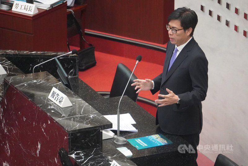 高雄市長陳其邁(圖)12日上午率領團隊列席議會施政報告並備質詢。中央社記者董俊志攝  110年4月12日