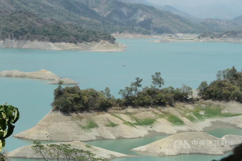 台南市長黃偉哲13日表示,若有效節約用水,台南水庫用水可撐到7月底,甚至8月初。圖為南化水庫。(中央社檔案照片)