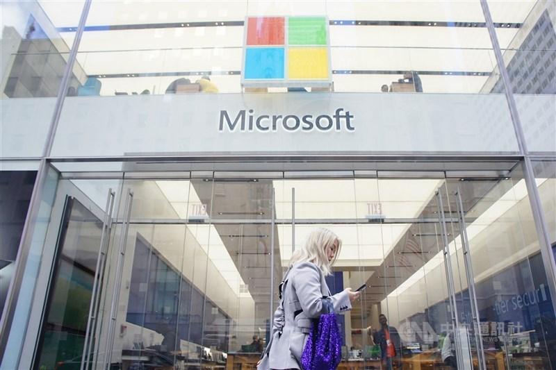 媒體報導,科技巨擘微軟擬以160億美元併購專精於人工智慧的Nuance通訊公司,目前正進行到後期討論。圖為微軟位在紐約第五大道的旗艦店。(中央社檔案照片)