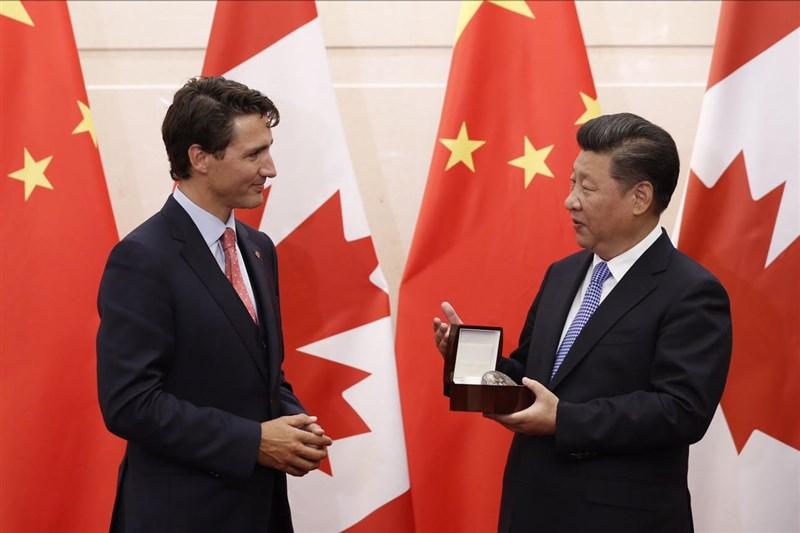 享有聲譽的HFX論壇有意頒獎給總統蔡英文,但加拿大政府傳擔心激怒中國擬不再贊助。圖為2016年9月加拿大總理杜魯道(左)與中國國家主席習近平(右)會面。(圖取自twitter.com/CanadianPM)