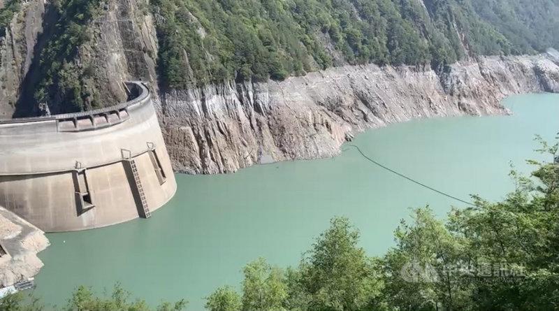 久旱不雨,供應大台中用水的德基水庫12日水位持續下降,預估只能再撐23天。(警方提供)中央社記者郝雪卿傳真 110年4月12日