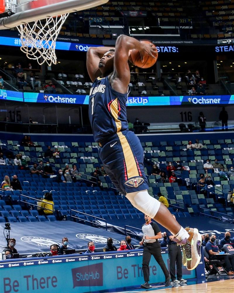 美國職籃NBA紐奧良鵜鶘11日在大前鋒威廉森一人獨灌38分下,以116比109擊敗地主克里夫蘭騎士。(圖取自facebook.com/PelicansNBA)