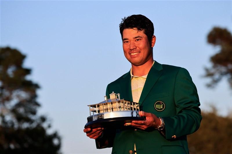 日本好手松山英樹11日贏得第85屆美國名人賽(The Masters),成為第一位贏得高球大賽冠軍頭銜的日籍男子選手。(圖取自twitter.com/TheMasters)