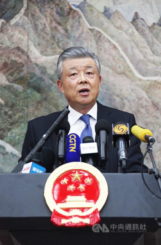 年屆65歲的中國前駐英大使劉曉明近日轉任中國的朝鮮半島事務特別代表。圖為劉曉明2019年在中國駐英國大使館出席記者會。(中新社提供)中央社  110年4月12日