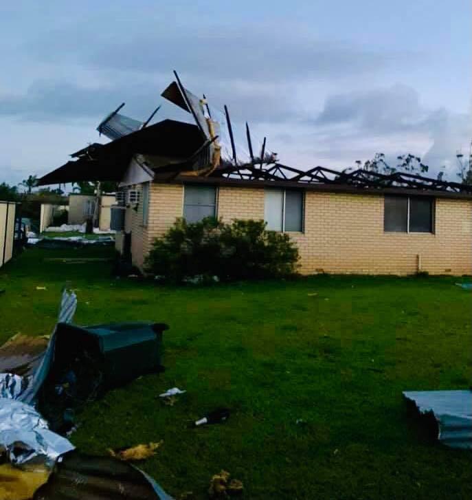熱帶氣旋塞洛亞直撲澳洲的西澳州,多戶民宅毀損,甚至屋頂與牆壁都被吹走,同時有數以萬計民眾遭斷電一整夜。(圖取自facebook.com/MelissaPriceDurack)