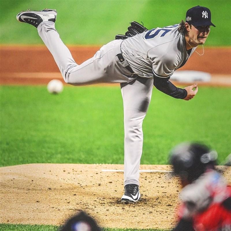 MLB紐約洋基先發投手柯爾(圖)12日主投6局失1分且飆出8次三振,終場洋基就以3比1擊敗藍鳥。(圖取自instagram.com/yankees)