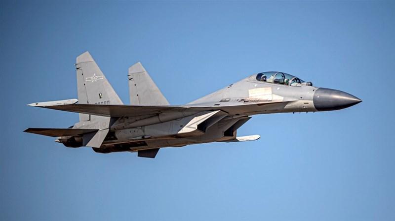 空軍13日發布共機動態,1架運8反潛機、4架殲16戰機侵擾台灣西南防空識別區。圖為殲16同型機。(圖取自國防部網頁www.mnd.gov.tw)