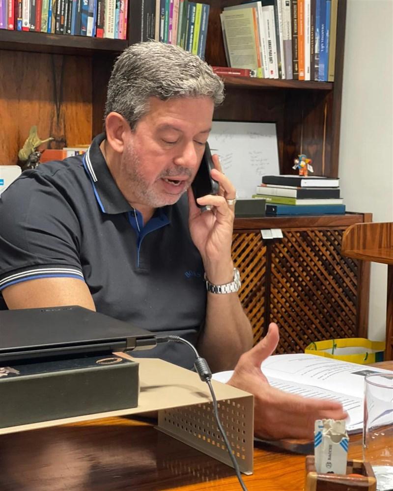 巴西眾議院議長里拉12日向聯合國提出請求,讓世界衛生組織主導的疫苗全球取得機制Covax提前交付疫苗給巴西。(圖取自facebook.com/arthurliradeputadofederal)