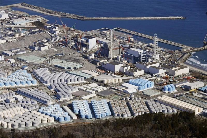 福島核電廠核子事故發生至今已逾10年,日本政府13日拍板決定福島核廢水將在稀釋後排入海中,目標是2年後開始排放。圖為福島第一核電廠。(共同社)
