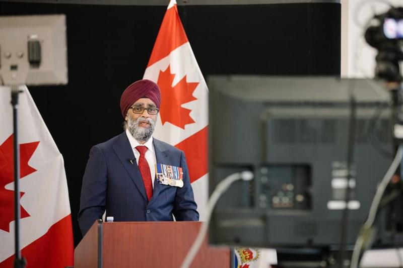 美媒報導,哈利法克斯國際安全論壇有意頒獎給總統蔡英文,加拿大憂激怒中國擬撤贊助,不過,加拿大國防部長薩簡(圖)12日否認撤銷贊助。(圖取自facebook.com/harjit.sajjan.7)