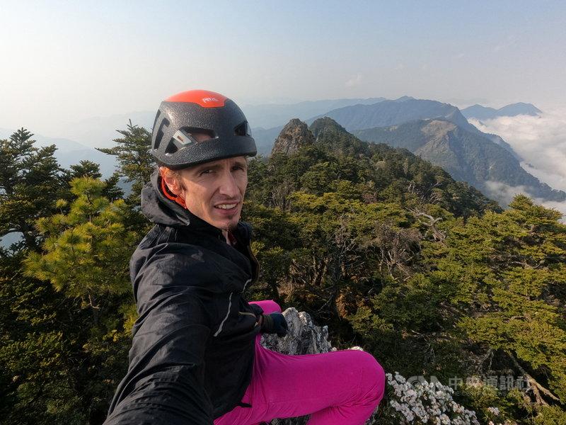 來自捷克的Petr Novotny再創紀錄,以4天半時間完成中央山脈「大南三段」縱走,讓大家看到台灣之美。(Petr提供)中央社記者盧太城台東傳真 110年4月14日