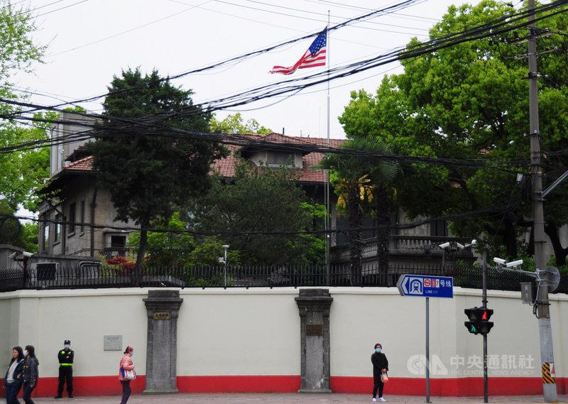 美國氣候特使凱瑞14至17日到訪中國上海。據了解,中共中央外事工作委員會辦公室主任楊潔篪和國務委員兼外交部長王毅,有機會和凱瑞會面。圖為美國駐上海總領事館。中央社記者沈朋達上海攝  110年4月14日