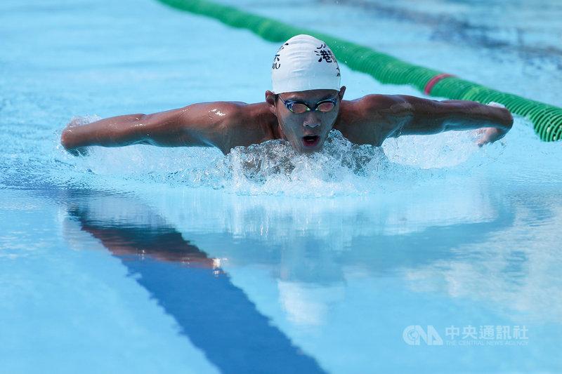 台灣游泳好手王星皓(圖)來自游泳世家,在200混合式達到奧運A標,卻因疫情影響無法出國參賽,為讓他保持競爭力,教練團只好情商台灣各單項的最強「泳將」與王星皓陪練,希望透過單項強化,達成整體進化的目標。中央社記者吳家昇攝 110年4月14日