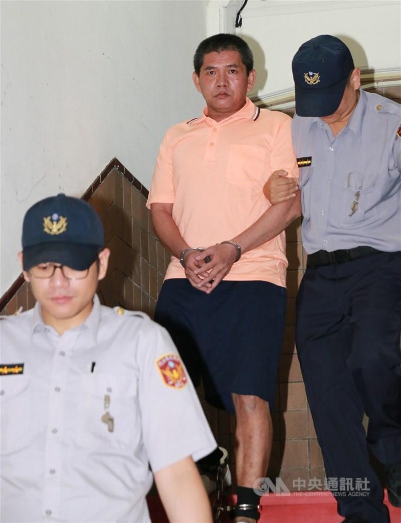緬甸華裔男子李國輝(中)涉嫌在中和出租公寓縱火釀成9死慘劇,高院更二審14日判死刑,可上訴。(中央社檔案照片)