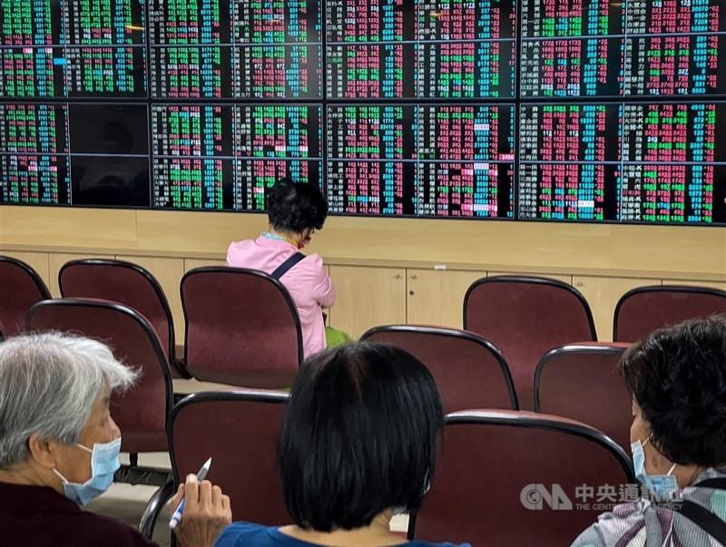 台股14日爆量劇烈震盪,成交值4838.34億元,創新天量。(中央社檔案照片)