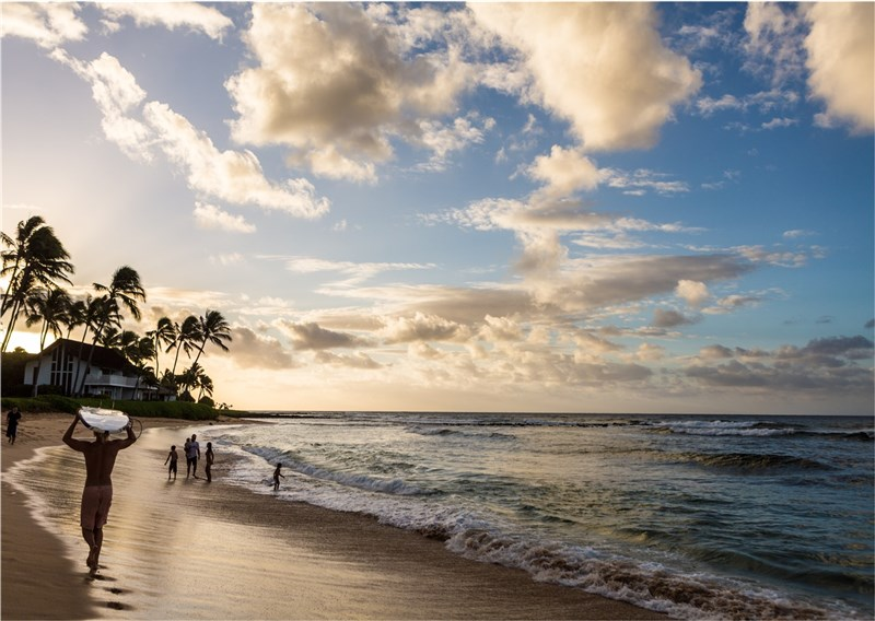台灣11家醫療院所和夏威夷州政府簽訂合作備忘錄,17日起持合作院所武漢肺炎檢測陰性報告,入境夏威夷後可免居家檢疫,方便民眾經商、洽公、旅遊。圖為夏威夷海灘。(圖取自facebook.com/HawaiiTourismTW)