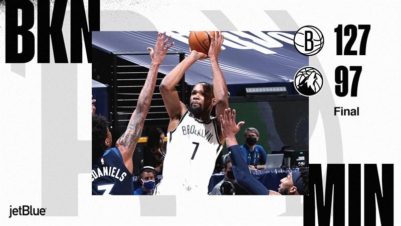 NBA籃網前場比賽意外敗給傷兵累累的湖人,13日在杜蘭特(中)攻下31分帶領下,127比97大勝灰狼。(圖取自twitter.com/BrooklynNets)