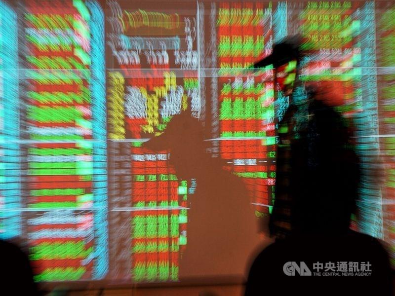 台股14日高低點震盪達375.82點,成交值新台幣4909.59億元,創歷史新高。(中央社檔案照片)