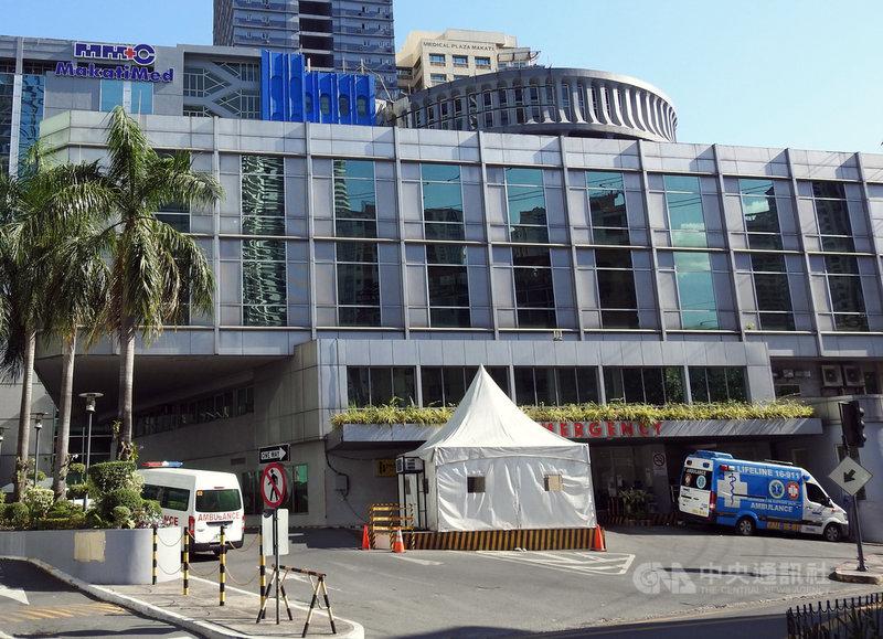 菲律賓武漢肺炎疫情嚴峻,馬尼拉都會區醫院幾乎爆滿,病床一位難求。圖為大馬尼拉地區馬卡蒂市(Makati )醫院,攝於2日。中央社記者陳妍君馬尼拉攝  110年4月15日