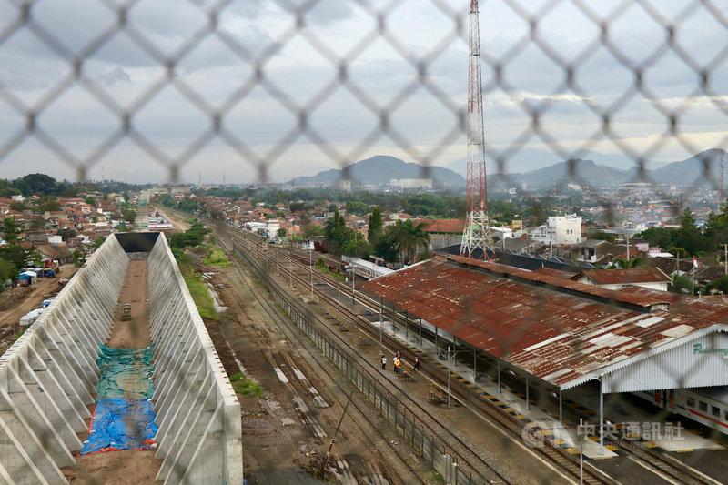 雅萬高鐵有4個車站,印尼中國高鐵公司提出車站週遭都市更新計畫,總面積約1800公頃。圖為百打拉冷鄉車站,攝於3月23日。中央社記者石秀娟萬隆攝 110年4月15日